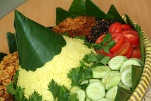 tumpengan nasi kuning